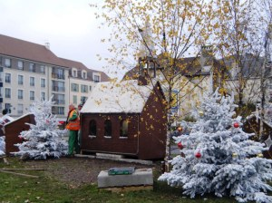 Decorations and nativity scenes are being put up as we get closer to Paris.. and Christmas.