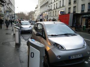 A charging bay along rue du Faubourg St Antoine.