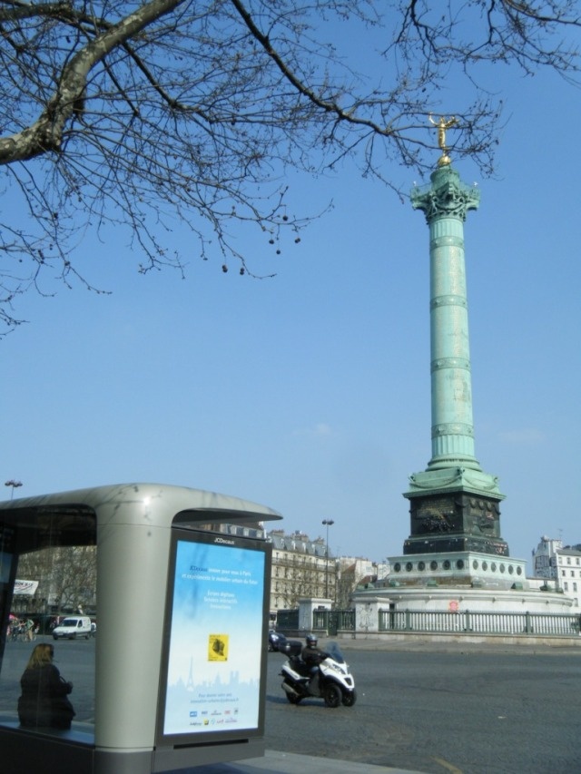 The new bus shelter at Place de la Bastille.