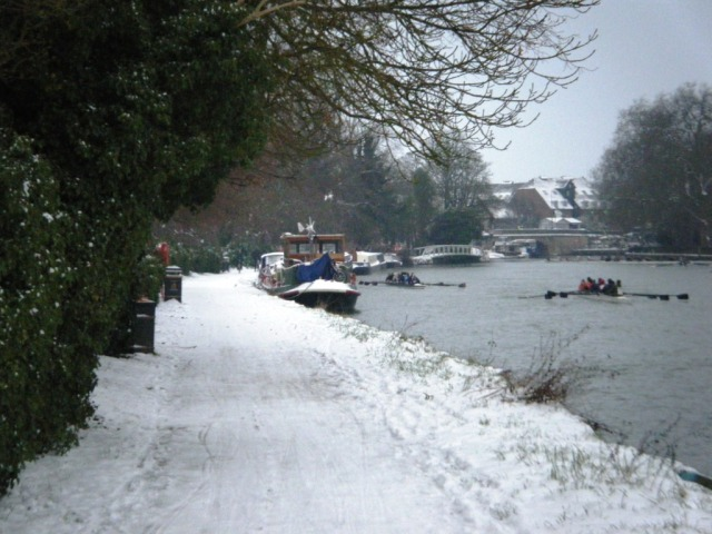 The towpath at the foot of the Hotel gardens, Oxford centre a short distance away.