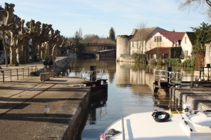 Leaving our mooring at Montargis, lock 34 is beautiful.