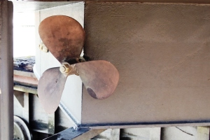 The old (original) three-blade propellor.