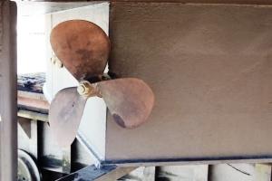 The old (original) three-blade propellor.
