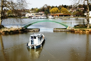 Briare has a wonderful network of old and new canals, the aqueduct and the river Loire - walks in every direction.