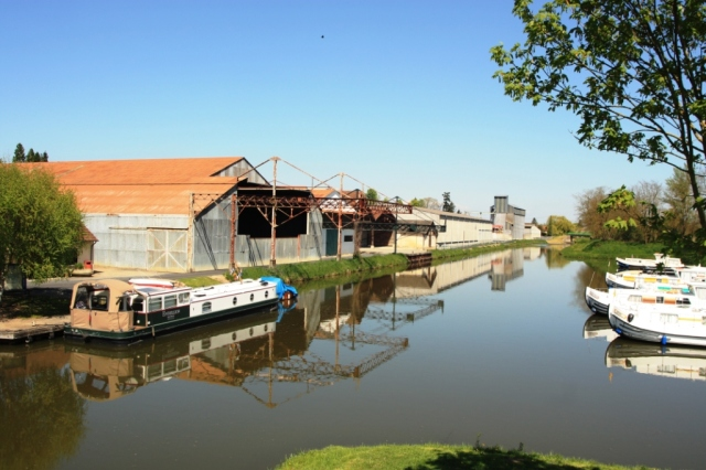 Endellion moored at Dompierre.