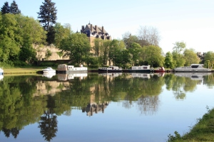 The excellent port at Chatillon with moorings at the foot of the chateau.