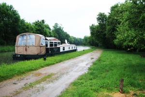 Endellion moored at the picnic spot near Pont St Gervais along the Nivernais.
