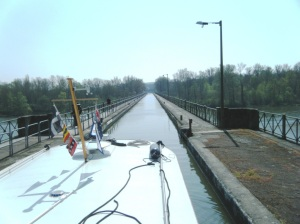 Le Guetin aqueduct on the canal lateral a la Loire, crossing the river Allier.