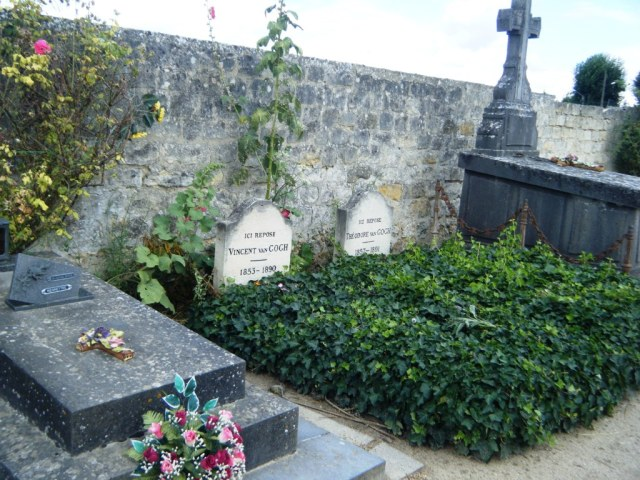 Vincent beside his younger brother Theo at the Auvers Cemetery.