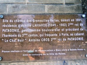 Plaque relating the story of chateau Grenouilles Vertes, Reims.